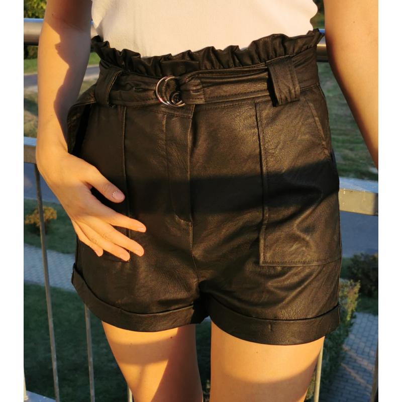 Bőrhatású rövidnadrág - fekete