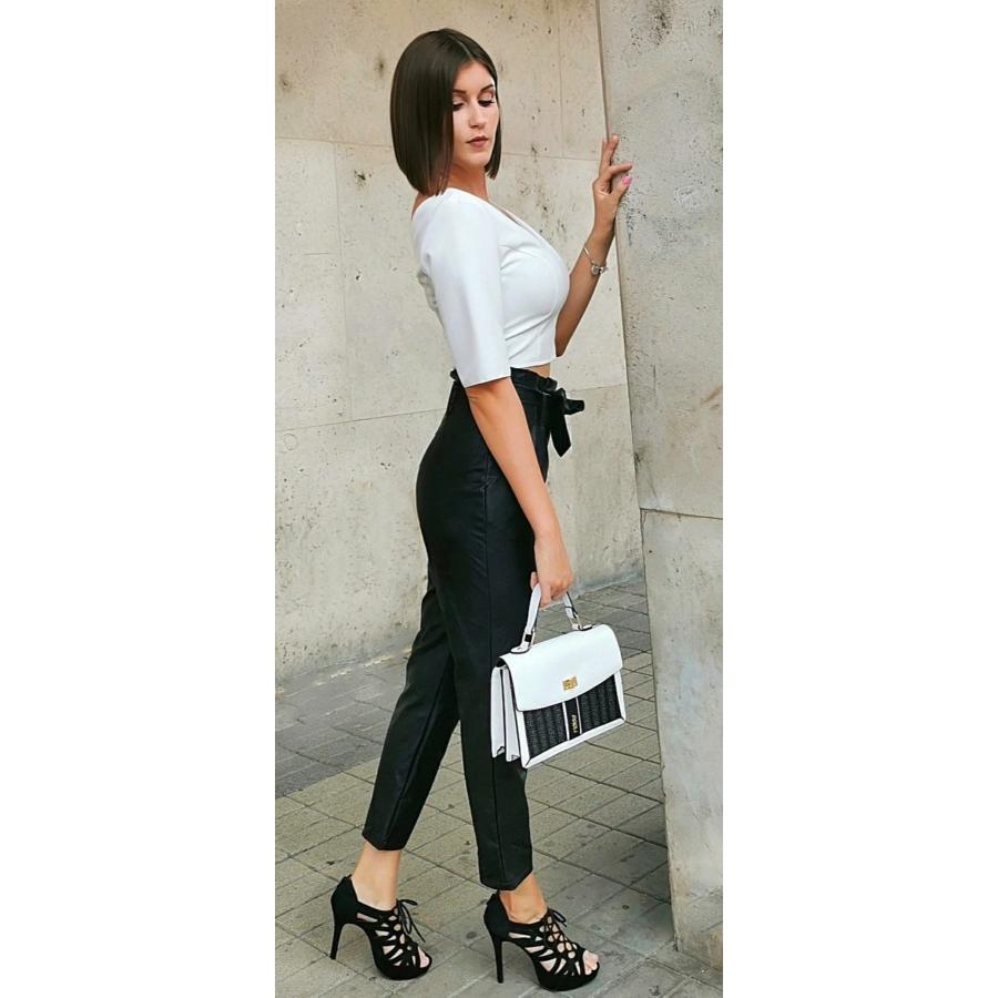 Fekete bőrhatású masnis nadrág